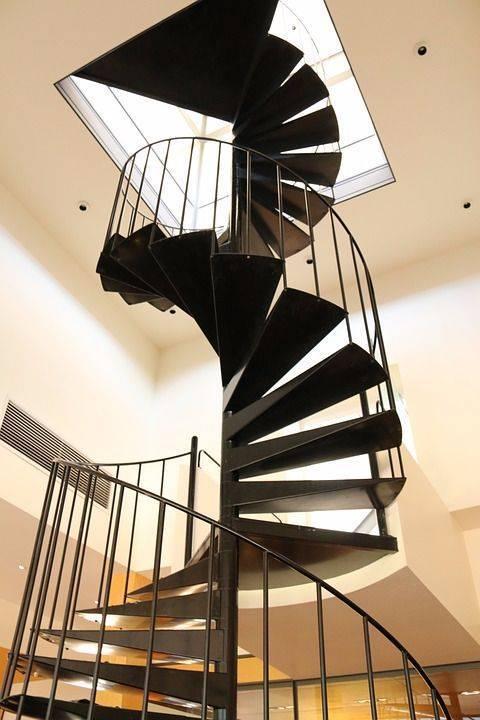 Escaleras de madera de caracol negra - Escaleras Idealkit