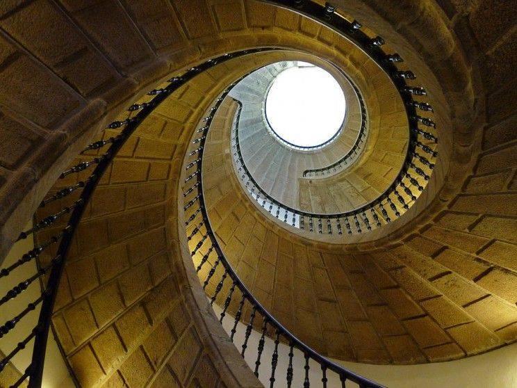 Escalera-de-caracol---Escaleras-Enesca-compressor