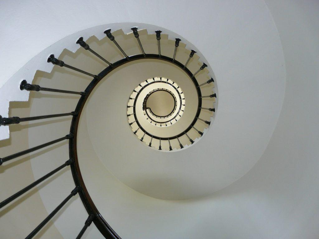 Escaleras modernas en espiral