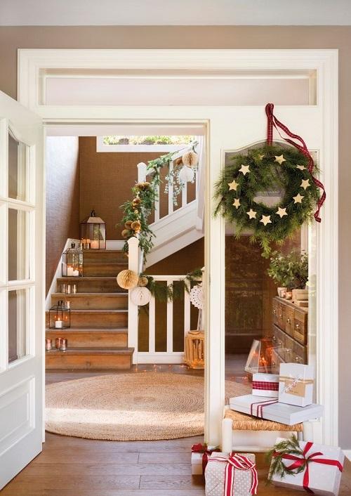 Decorar escaleras interiores para Navidad